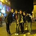 四個華人來張合照