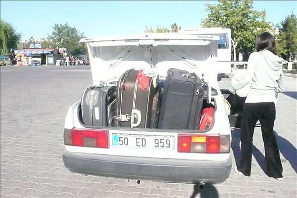 後車廂也塞滿行李