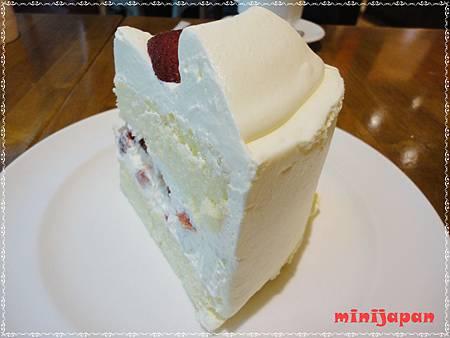 卡布里喬莎~草莓鮮奶油蛋糕屁股.JPG