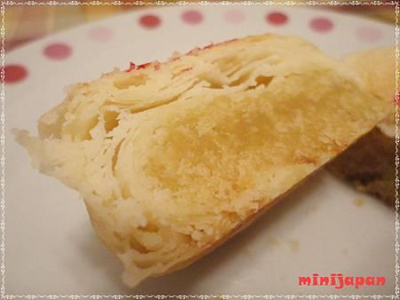 富利~豆沙餅切開近拍.JPG