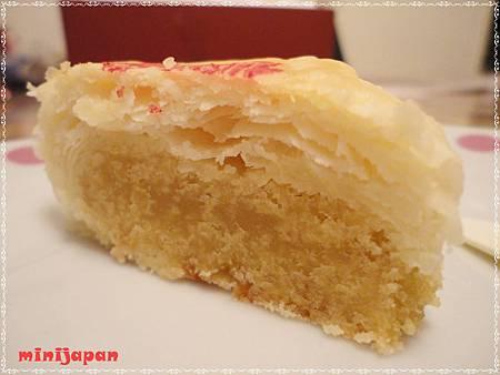 富利~豆沙餅切開近拍拍.JPG