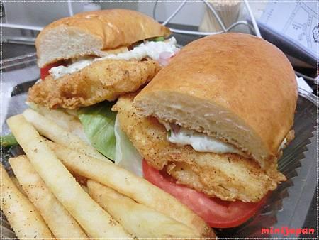 巴克斯~炸魚三明治.JPG