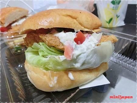 巴克斯~炸魚三明治拍拍拍.JPG