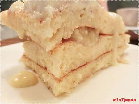 cafe cafe~Ricotta輕乳酪煎餅切開拍.JPG