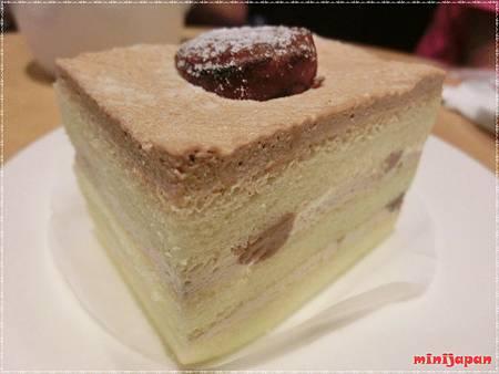 星巴克~黑糖栗子蒙布朗蛋糕近拍.JPG