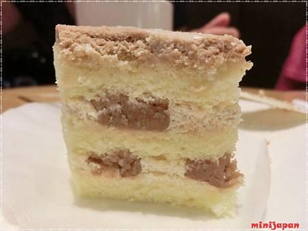 星巴克~黑糖栗子蒙布朗蛋糕栗子滿滿.JPG