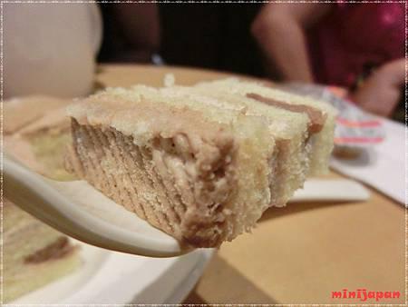 星巴克~黑糖栗子蒙布朗蛋糕栗子頭頂.JPG