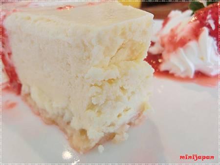 紗汀娜好食~重乳酪起司蛋糕切開.JPG