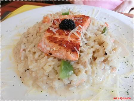 紗汀娜好食~香煎鮭魚排奶油燉飯佐魚卵醬.JPG
