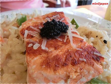 紗汀娜好食~香煎鮭魚排奶油燉飯佐魚卵醬鮭魚.JPG