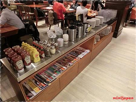 Campus cafe~自助區.JPG