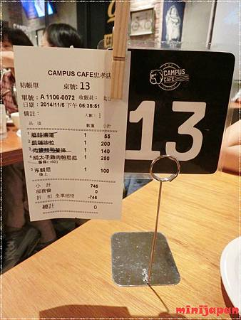 Campus cafe~桌牌.JPG