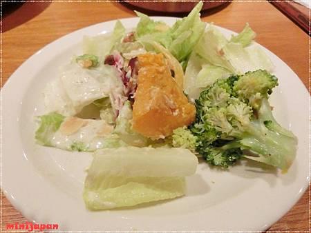 Campus cafe~特製木碗凱薩沙拉小盤.JPG