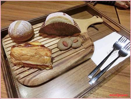 小巴黎人~baby bread.JPG
