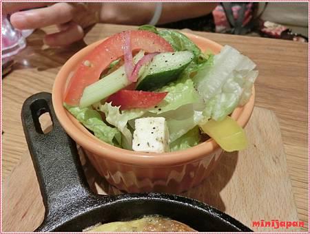 kaya kaya cafe-新鮮蔬菜起司烤蛋沙拉.JPG