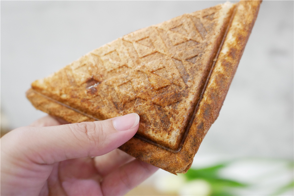 富力森熱壓三明治點心機 (40).JPG