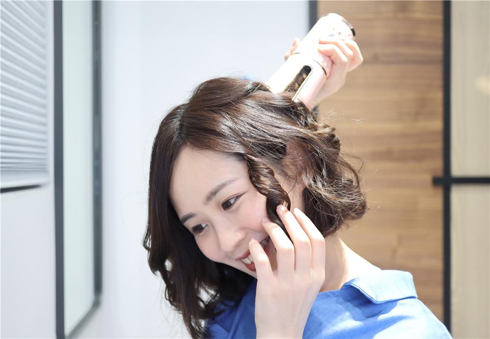 〖 整髮器 〗短髮也可以輕鬆上捲| FUJITEK富士電通 自動捲髮器 陶瓷加熱管 無線充電方便攜帶  (14).JPG