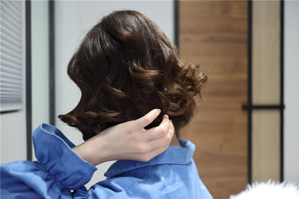 〖 整髮器 〗短髮也可以輕鬆上捲| FUJITEK富士電通 自動捲髮器 陶瓷加熱管 無線充電方便攜帶  (19).JPG