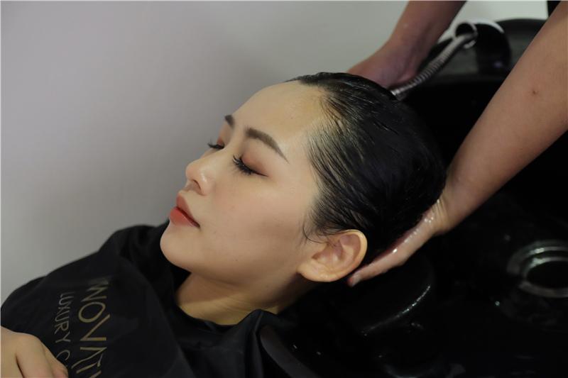 〖 頂級護髮療程 〗護一次抵兩次!西班牙品牌 Innovatis 奢華魚子菁華BTX頂級護髮療程真實心得 (10).JPG