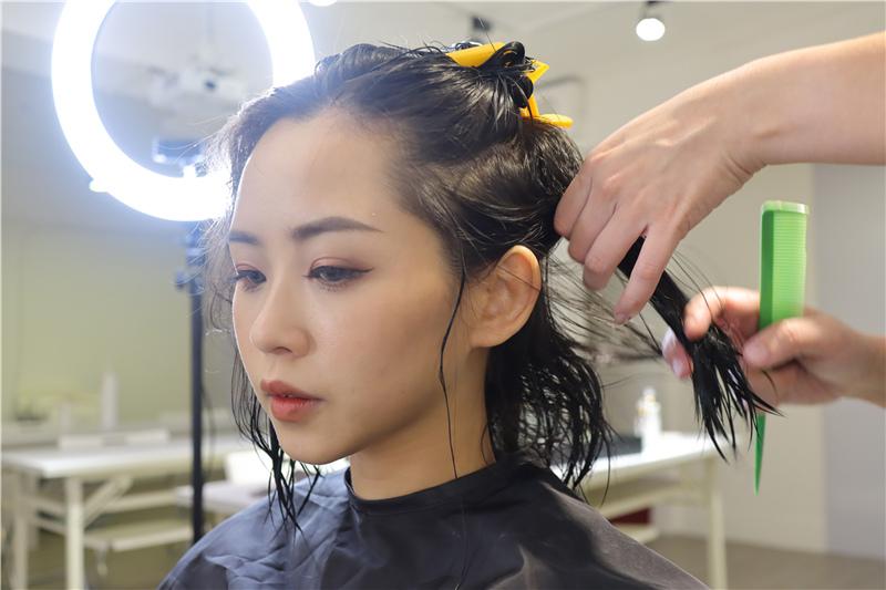〖 頂級護髮療程 〗護一次抵兩次!西班牙品牌 Innovatis 奢華魚子菁華BTX頂級護髮療程真實心得 (14).JPG