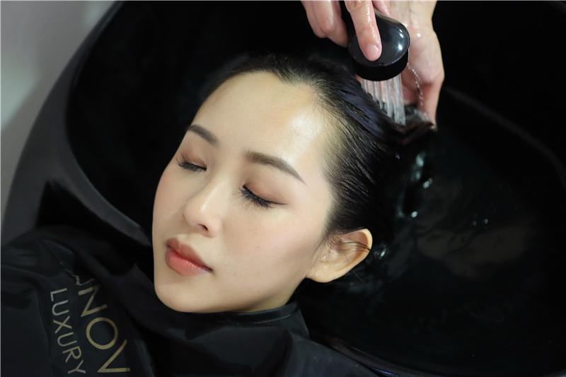〖 頂級護髮療程 〗護一次抵兩次!西班牙品牌 Innovatis 奢華魚子菁華BTX頂級護髮療程真實心得 (19).JPG
