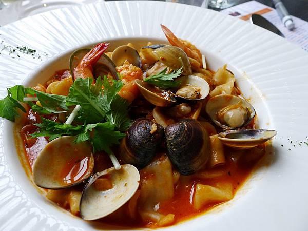 水相-海鮮茄汁義大利寬麵