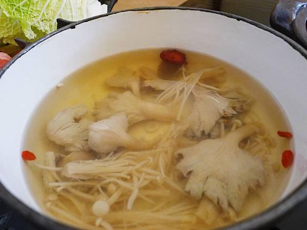 八月江南燒-養生神菇湯