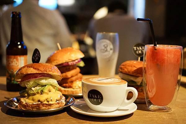 【美食|六張犁】Take Out Burger&Cafe美式餐廳,進通化夜市,隱藏版特製漢堡必點!