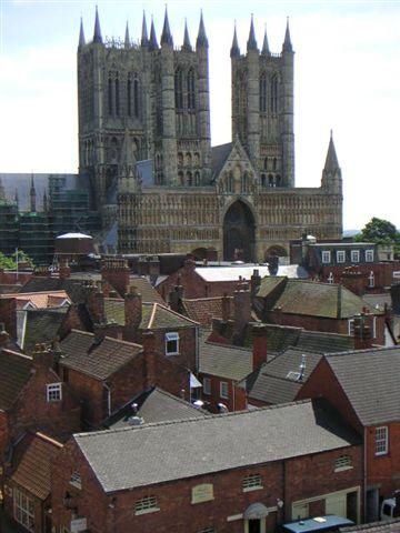 城堡上望教堂