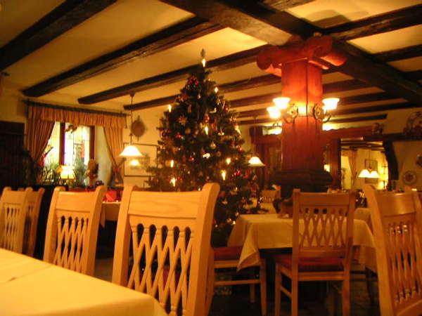 餐廳都有聖誕樹