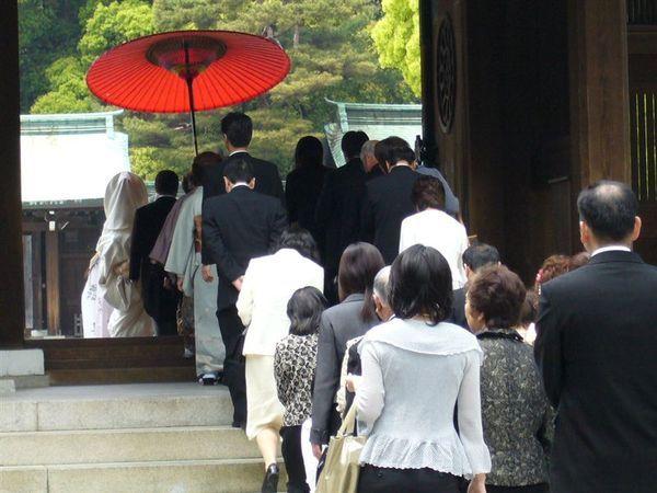 剛好碰到有人來結婚.JPG