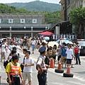 中午剛過,福隆車站前就已經人山人海了