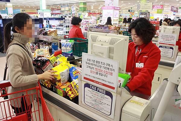 Cashier at Lotte Mart