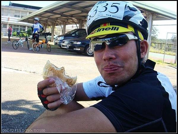 補給點好好吃的波蘿麵包