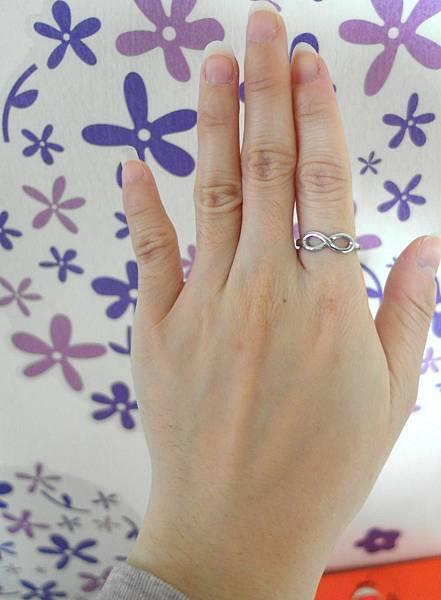 戴在我的食指上^__^