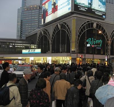 傍晚擁擠的人群