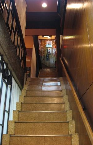 煉瓦亭往三樓的小窄樓梯