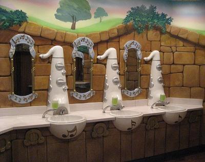 女生廁所的洗手台