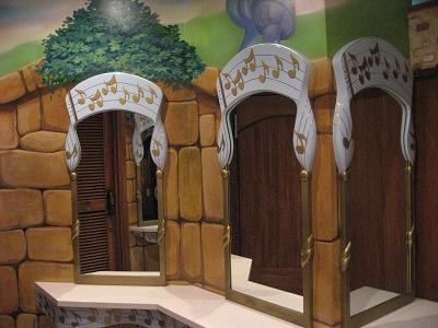 女生廁所的梳妝鏡