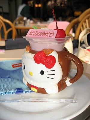 午餐:Kitty草莓慕斯蛋糕