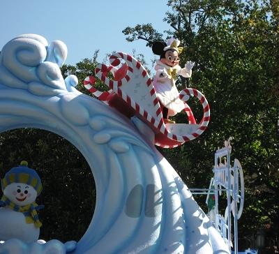 大遊行坐高高車尚的Minnie