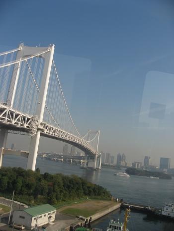 電車上拍彩虹大橋,有點像舊金山大橋