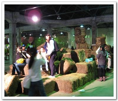 純淨市場現場的稻草堆