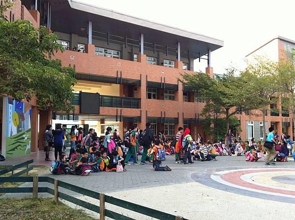 taiwan school gate