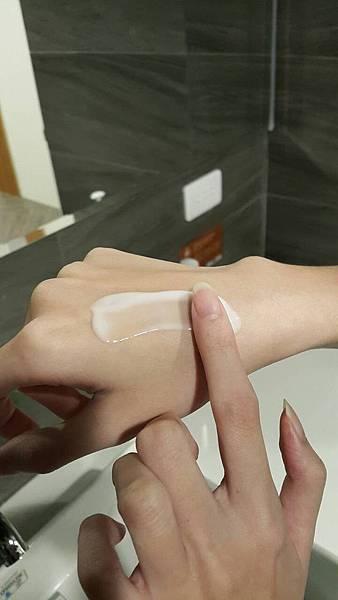 法莫拉-身體乳質地.jpg