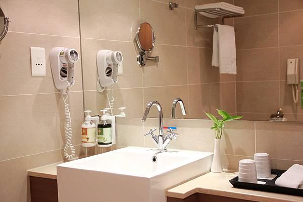 浴廁-1.JPG