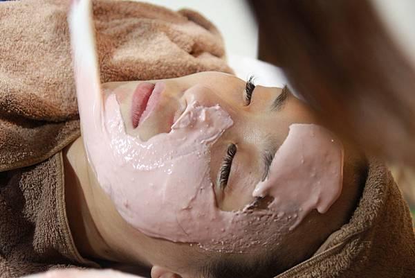 法莫拉打造肌膚的止水閥○草莓鼻掰掰冰河泥軟膜護理 (53).JPG