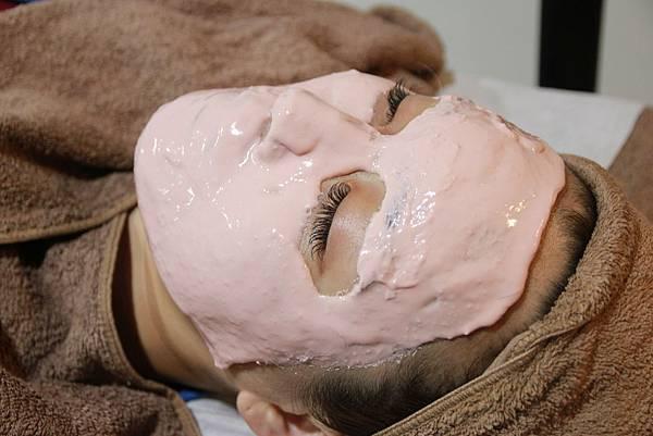 法莫拉打造肌膚的止水閥○草莓鼻掰掰冰河泥軟膜護理 (56).JPG