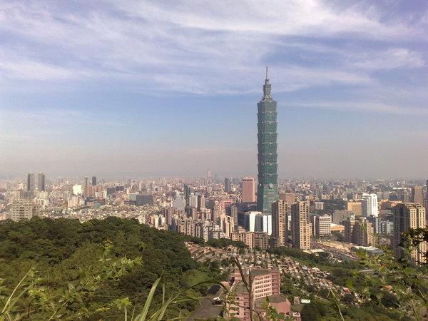 從象山觀景台看到的台北市街景