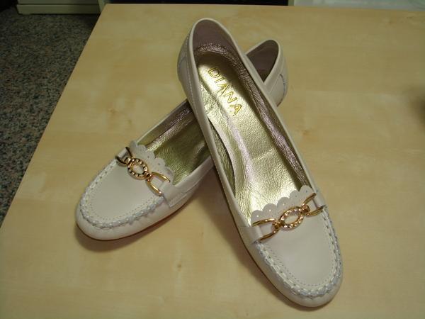 白色低跟鞋(正面)